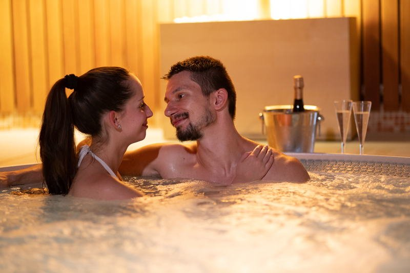 Gift card for a private whirlpool for two, 50 min, + a bottle of sparkling wine - Ostrava